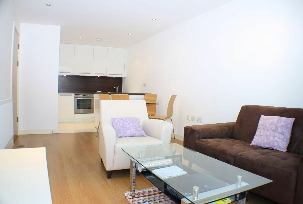 1 bed apartment in Silkworks, a striking & contemporary building set in landscaped grounds, Lewisham