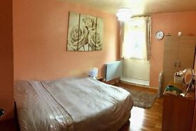 Fantastic LARGE DOUBLE BEDROOM minutes from Stockwell and Oval stations - move in ASAP 1 Feb!