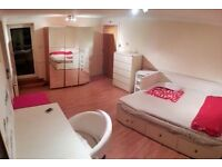 URGENT MOVE?? COME TO LIVE WITH US! 15 MINS TO BANK WITH DLR! COOL AREA!