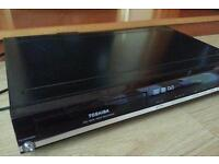 Toshiba DVD VIDEO REC, MODEL D-R17DT, HDMI, 1080p,no remote control, Working some cosmetic wear!