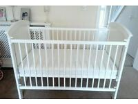 MOTHERCARE NEWBURY COT WITH MATTRESS £30 clean condition