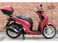 Honda SH 125 (17 REG), *NEW SHAPE*, *KEYLESS KEY* One owner, Only 400 Miles!