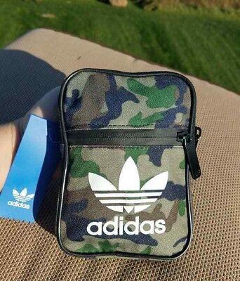 - Adidas Originals Unisex Messenger Crossbody Bag