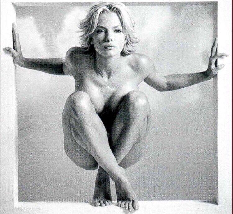 Jaime Pressly - Nude - Interesting Pose !!!!