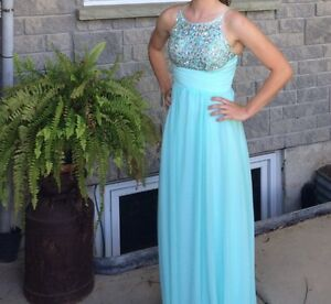 Beautiful prom/grad dress! Worn once!!
