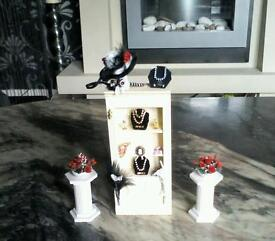 Doll house shop or bedroom display,