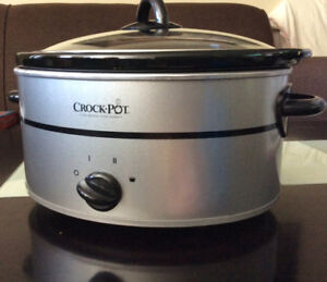 BRAND NEW Crock pot slow cooker in good condition 5quart