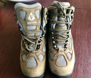 Womens's Hiking Boots