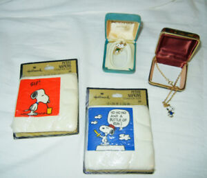 Snoopy, Peanuts jewelry, and serviettes collectibles