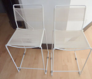 Countertop height bar stool + 1 FREE