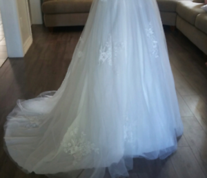 Seamstress/Alteration (50% off) 705-716-9535 in Barrie