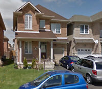 Detached House For Rent in Stoney Creek - 4 Bedrooms, 2.5 Baths