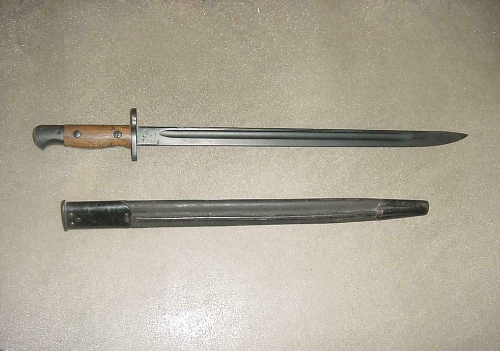 Vintage 1907 British Enfield Rifle Bayonet With Scabbard  - $102.51