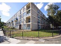 4 double bedroom, first floor apartment with a balcony, the flat is only a short walk to QUEEn mary