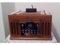 Retro CD/MP3 player with turntable, radio and USB/SD MP3 playback