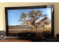 Toshiba 32in LCD TV w/built in free view & DVD