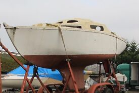 21FT YACHT/SAILING BOAT 2 BERTH PROJECT BOAT NEEDS FITTING OUT.