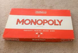 MONOPOLY BOARD GAME FORM 1984 CONTAINS ALL HOUSES HOTELS ETC DICE & 6 BOARD PIECES