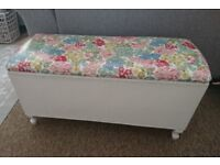 Pretty storage box/blanket box