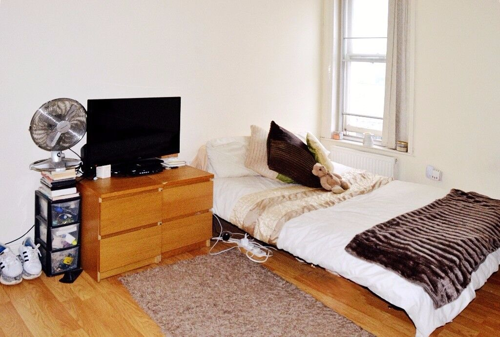 SELF CONTAINED FURNISHED STUDIO FLAT ON ACTON HIGH STREET AVAILABLE IN NOVEMBER! UTILITIES INCLUDED!