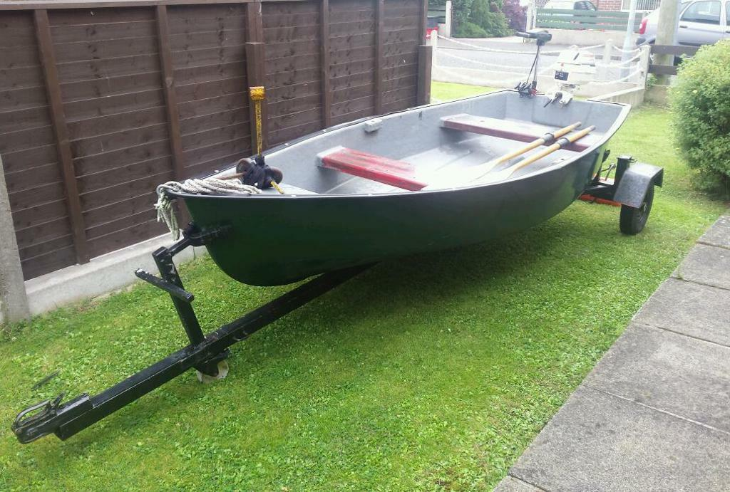 Cracking wee 12 foot fibreglass fishing boat package for 12 foot fishing boat