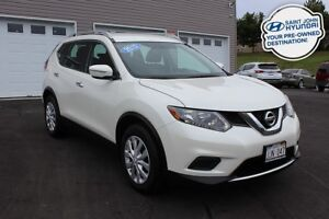 2015 Nissan Rogue S! Bluetooth! Back up cam! $116 BI-WEEKLY!
