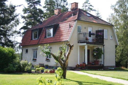 Villa 211 qm,   4800 qm. Garten , Neue KfZ Werkstatt , u.v.m. in  Süd - Schweden