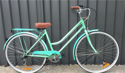 Gorgeous Classic style step through bicycle bike commuter Good as New