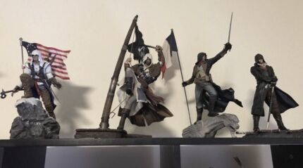 Assassin's Creed Collector's Edition Statues!