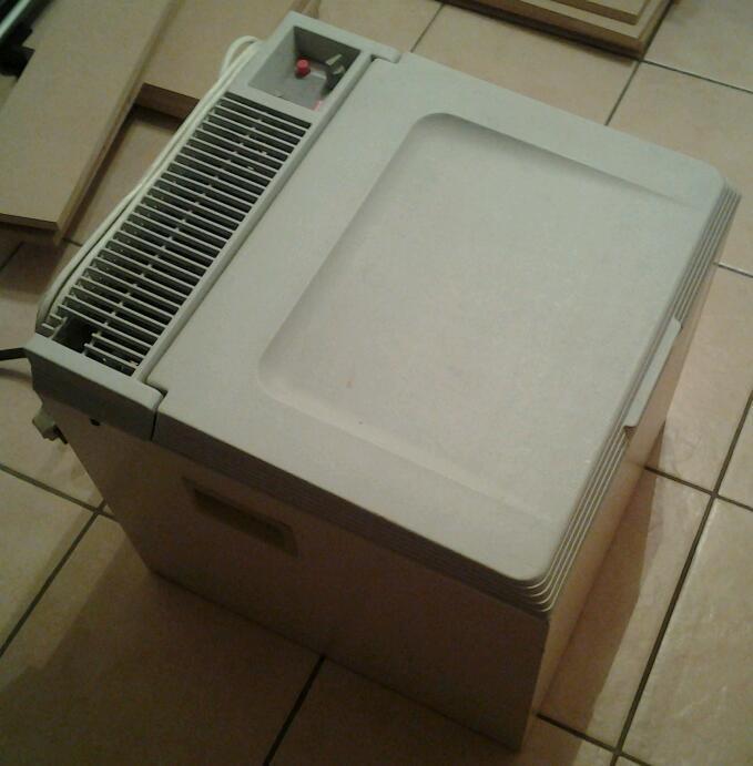 coleman multi maxi bar camping fridge gas mains and. Black Bedroom Furniture Sets. Home Design Ideas