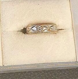 Gold & White Gold Diamond Cut Ring Hallmarked