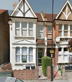 2 Bed Ground Floor Flat with a garden