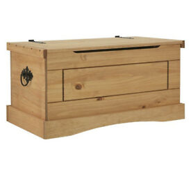 Collection Puerto Rico Pine Storage Chest - Light Pine