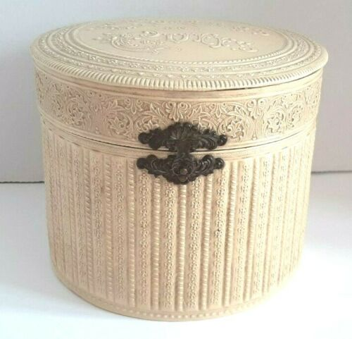 Rare Celluloid Victorian Collars And Cuffs Round Box Pink Inside