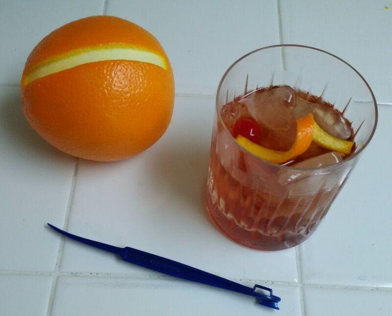 Sunkist CITRUS PEELER & TWIST MAKER Fruit Peel Slicer Lemon Lime Orange Cutter