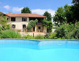 18th century 4 bedded Gascon farmhouse with swimming pool & 4 beds close to the Pyrenees. SW France.