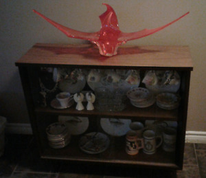 China cabinet with cups & sauces etc, included