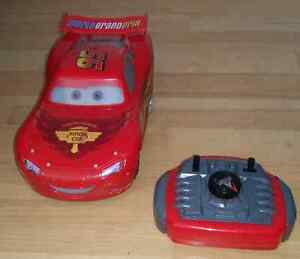 Jouets , chaise , patin à glace  lampe lightning mcqueen