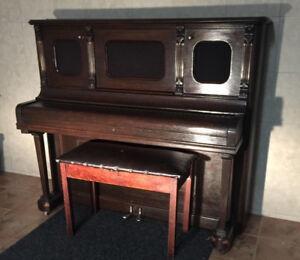 PIANO DROIT AVE BANC