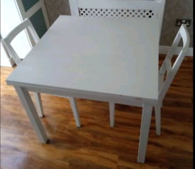 Extandable Table and 2 chairs . Good condition. Delivery available ex