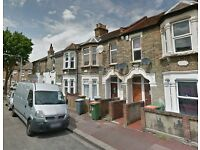 FANTASTIC REFURBISHED 2 BED FLAT TO LET IN THE CANNING TOWN AREA. 10 MINS CANNING TOWN STATION