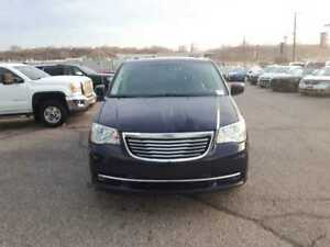 2015 Chrysler Town & Country Cloth   USB/AUX   Backup Camera