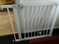 Easy fit pressure gate baby safety