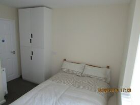 Studio/bedsit CV3 with Wi-Fi & off road parking