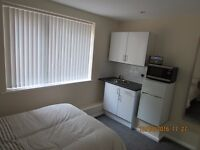 To Let Studio/bedsit CV3 with Wi-Fi & off road parking