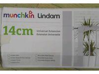 Munchkin Lindam universal 14cm stair gate extender white
