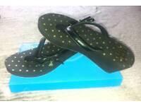 Brand new never worn Golddigger designer wedge flip flops size 7