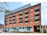 3 bedrooms Flat to let