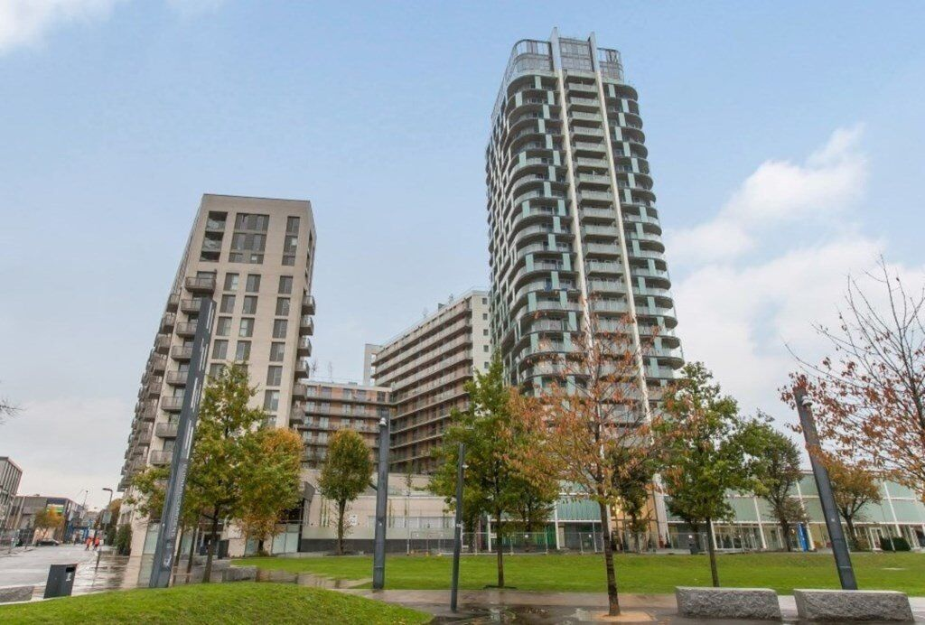 # 2 bed 1 bath available now in Sienna Alto on the 9th floor - opposite Lewisham DLR sation