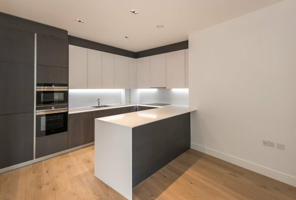 OPEN TO OFFERS -CALL NOW- NEW 2 Bed -Wood Floors-Balcony-Gym-SPA*-Parking-Kew Richmond Chiswick TW8